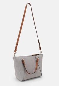 PARFOIS - SNAKIE SET - Handbag - light blue - 2