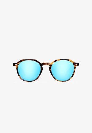 CHAUEN - Sunglasses - tigris sky
