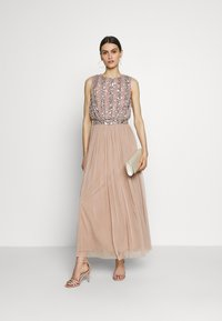 Maya Deluxe - EMBELLISHED OVERLAY DRESS WITH IRIDESCENT SEQUIN DETAIL - Iltapuku - taupe blush - 2