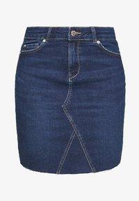 ONLFAN SKIRT RAW EDGE - Denim skirt - medium blue denim
