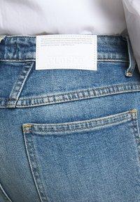 CLOSED - BAYLIN - Flared Jeans - light blue - 4