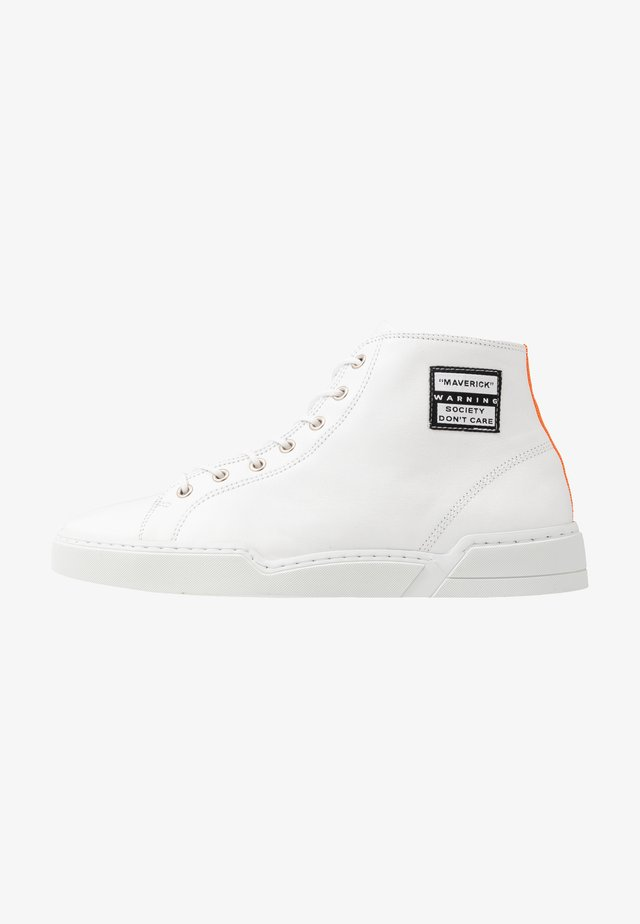 MAVERICK - Zapatillas altas - white