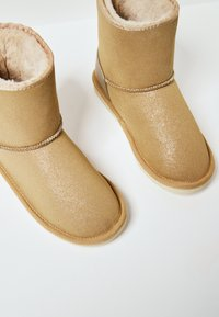 Pepe Jeans - SHINY - Winter boots - golden - 5