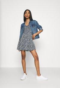 Hollister Co. - CHAIN SHORT DRESS - Vestito estivo - navy pattern - 1