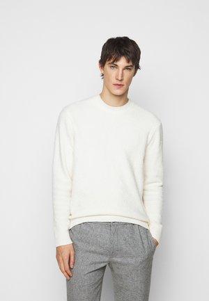 BOUCLE CREW - Pullover - egret