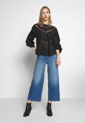 ONLMADISON CROP - Bootcut jeans - dark blue denim