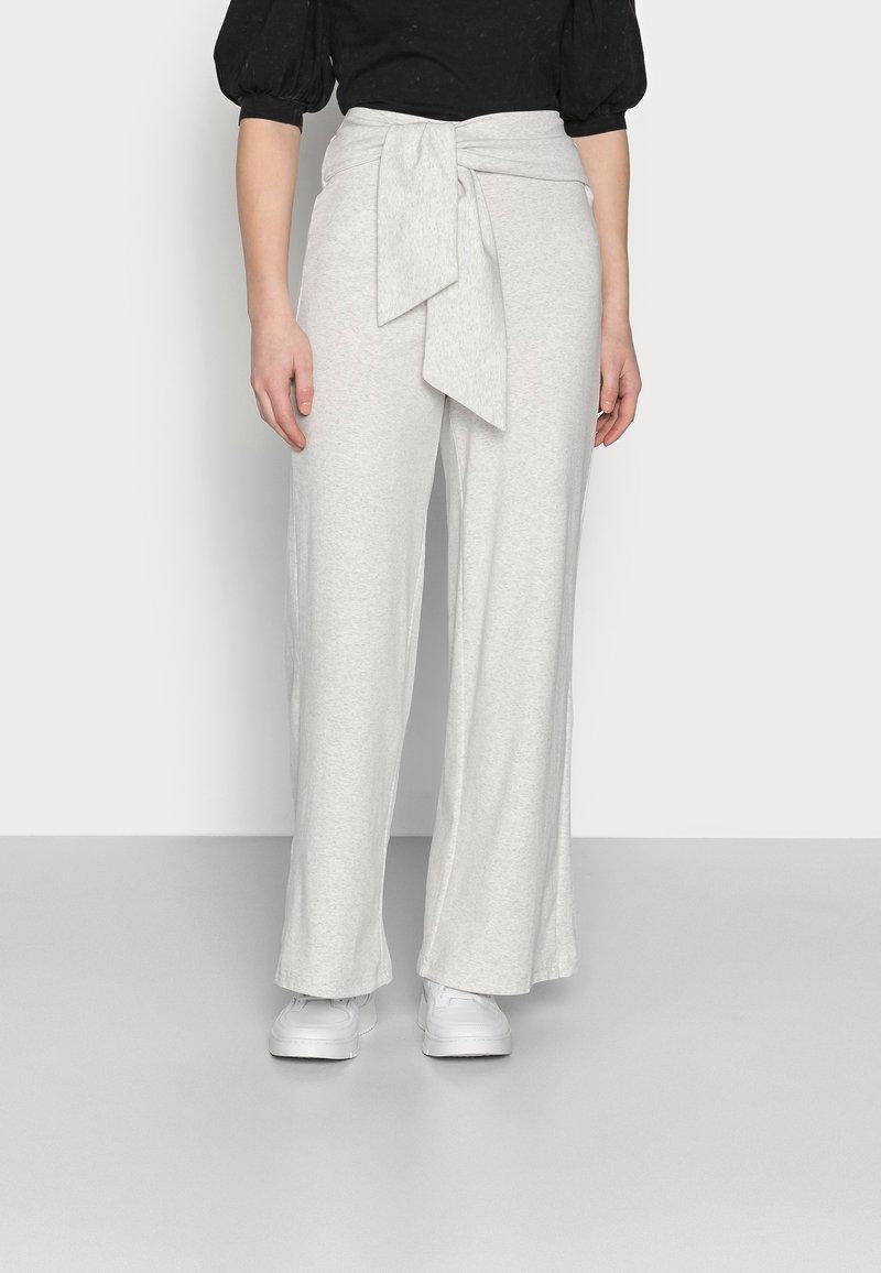 Fashion Union Petite - ALOE TROUSERS - Broek - grey melange