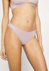 Calvin Klein Underwear - LIQUID TOUCH THONG - Stringit - amnesia - 0