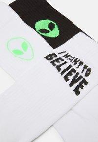 YOURTURN - ALIEN UFO 3 PACK - Socks - white/black/neon green - 1