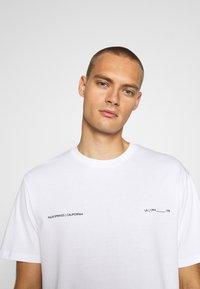 Topman - PALM DEST - Print T-shirt - white - 3