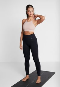 Filippa K - SEAMLESS HALTER - Top - dusty rose - 1