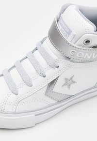 Converse - PRO BLAZE STRAP - Zapatillas altas - white/metallic/gravel - 5
