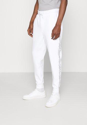 DAKY - Tracksuit bottoms - white