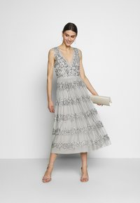 Maya Deluxe - PANELLED EMBELLISHED MIDI DRESS - Iltapuku - soft grey - 2