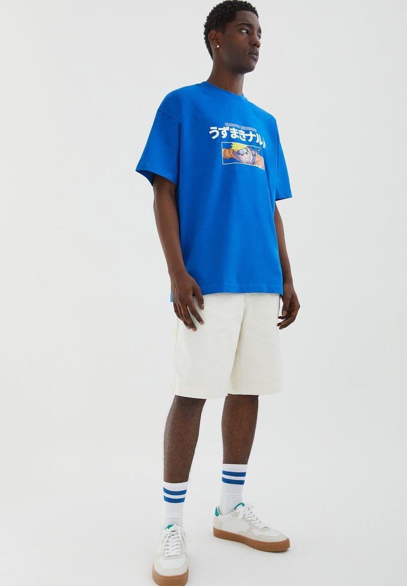 PULL&BEAR - NARUTO - Print T-shirt - light blue
