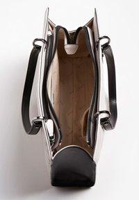Guess - Handbag - mehrfarbig, weiß - 2
