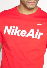 Nike Sportswear - AIR TEE - Print T-shirt - university red/white - 5