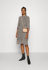 Vero Moda - VMSAFFRON DRESS - Denní šaty - black/white - 1