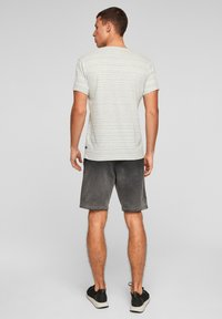 QS by s.Oliver - Print T-shirt - grey melange - 2