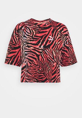BOYFRIEND TEE - Camiseta estampada - apricot blush