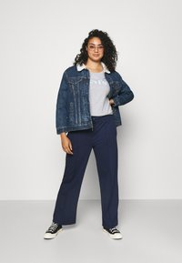 Levi's® Plus - TRUCKER - Denim jacket - blue denim - 1