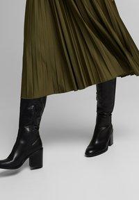 Esprit - MIT ELASTIK-BUND - A-line skirt - khaki green - 4