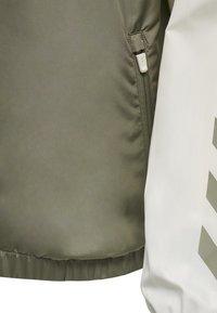 Hummel - SULLIVAN - Waterproof jacket - vetiver - 7