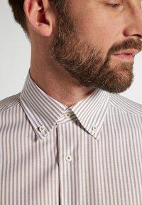 Eterna - COMFORT FIT - Shirt - beige/weiss - 2