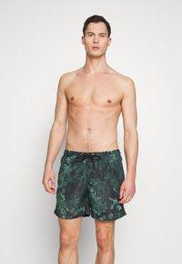 Urban Classics - JUNGLE FLOWER SWIM 2 PACK - Shorts da mare - olive/black - 1