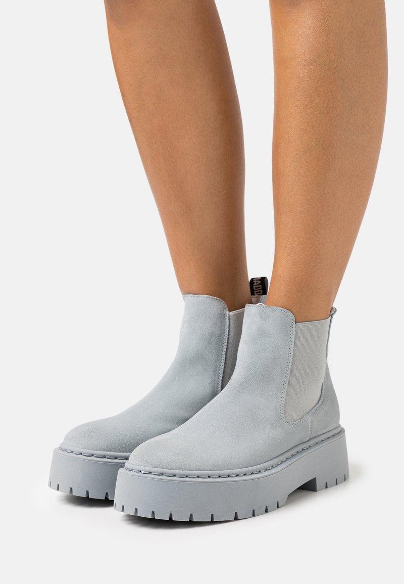 Steve Madden - VEERLY - Platform ankle boots - grey/blue