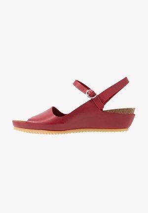 TAKIKA - Wedge sandals - rouge