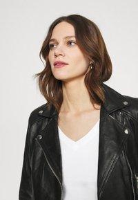 Calvin Klein Jeans - MICRO BRANDING OFF PLACED VNECK - Basic T-shirt - bright white - 3