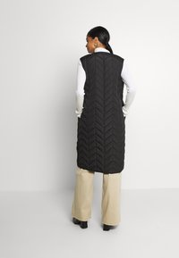 Pieces - PCFAWN LONG QUILTED VEST - Waistcoat - black - 2