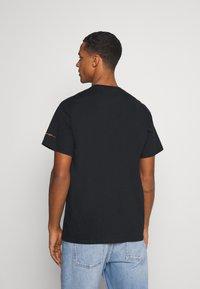 Mennace - PRIDE TICKET UNISEX - Print T-shirt - black - 2