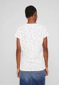 edc by Esprit - CORE - T-shirt z nadrukiem - off white - 2