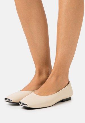 FLEUR - Ballet pumps - milk