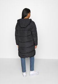 ONLY - ONLMONICA PLAIN LONG PUFFER COAT - Vinterkåpe / -frakk - black - 2