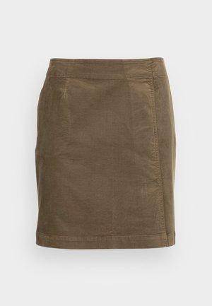 SKIRT EASY SHAPE WITH CUTLINE PLEAT DETAIL SHORT LENGTH - Mini skirt - nutshell brown