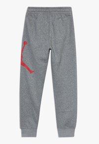 Jordan - JUMPMAN LOGO PANT - Pantaloni sportivi - carbon heather - 1