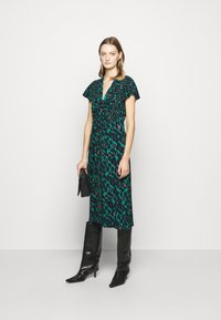 Diane von Furstenberg - CECILIA MIDI - Vapaa-ajan mekko - emerald - 1