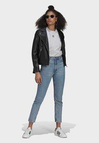 adidas Originals - TEE - Basic T-shirt - light grey heather - 1