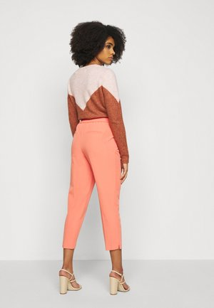 ELASTIC BACK BUTTONED ANKLE GRAZER TROUSER - Trousers - coral