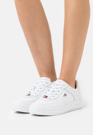 BASKET CUPSOLE - Trainers - white
