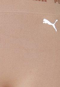 Puma - SEAMLESS SHORTS - Legging - chanterelle - 2