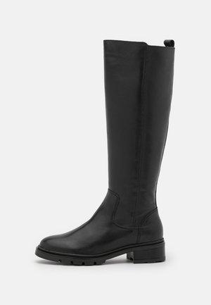 KINGLY CLEAT SOLE BOOT - Vysoká obuv - black