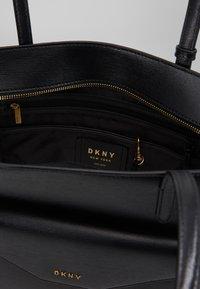 DKNY - ALEXA TOTE SUTTON - Torba na zakupy - black/gold - 4