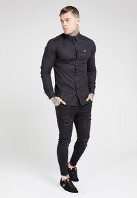 SIKSILK - SIKSILK LONG SLEEVE SMART SHIRT - Overhemd - black - 0