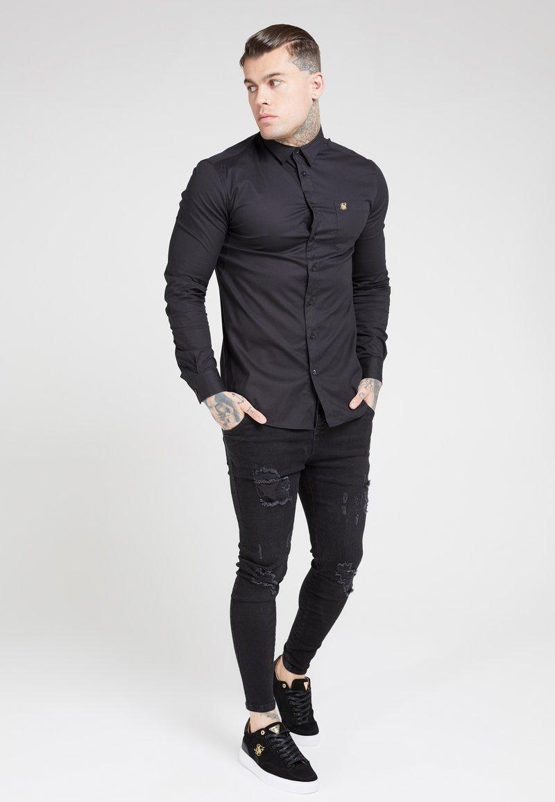 SIKSILK - SIKSILK LONG SLEEVE SMART SHIRT - Overhemd - black