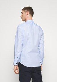 Seidensticker - MANDARIN TAPE SLIM FIT - Shirt - hellblau - 2