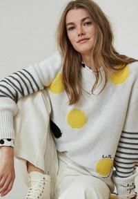Oui - Button-down blouse - offwhite black - 5